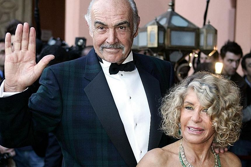 Sean Connery had dementia and wanted to 'slip away without any fuss'