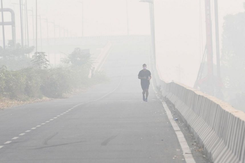Delhi's overall air quality index has stayed above 400, on a scale of 500, for five consecutive days.