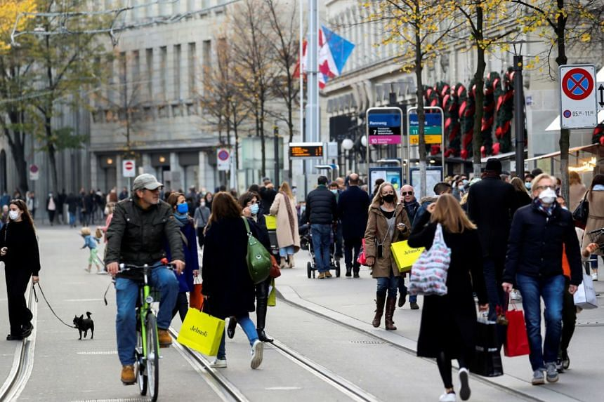 People are seen on the Bahnhofstrasse shopping street in Zurich, on Nov 7, 2020.