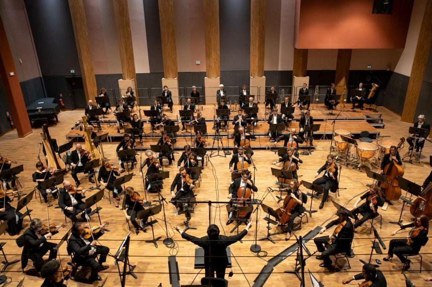 Wong Kah Chun conducting the Orchestre Nationale d'ile de France in Paris last month.