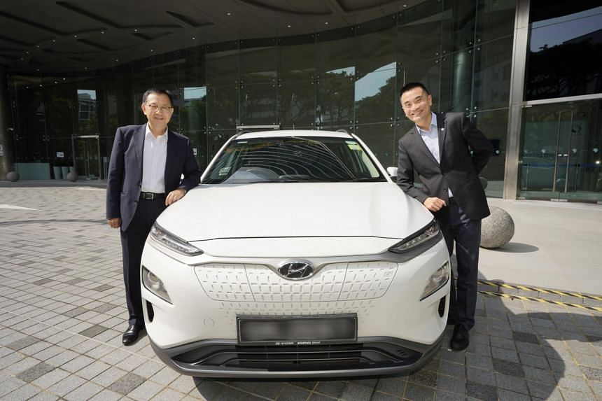 Hyundai Motor Group's Senior Vice President Hongbum Jung (left) with SP Group's CEO of Sustainable Energy Solutions Chuah Kee Heng.
