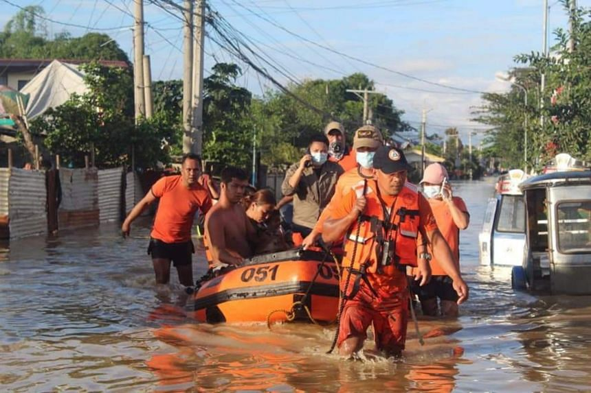 The coast guard sent teams of rescue personnel, vehicles and rubber boats to Tuguegarao early on Nov 14.