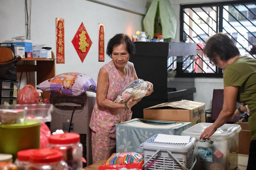 Madam Yeo Ai packing her house with the help of her daughter Joyce Koh, on Nov 12, 2020.