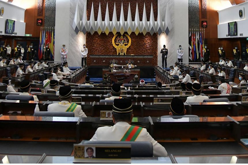 Barisan Nasional secretary-general Tan Sri Annuar Musa said parties in the ruling coalition should reach out across the political divide to bring in other opposition groups.