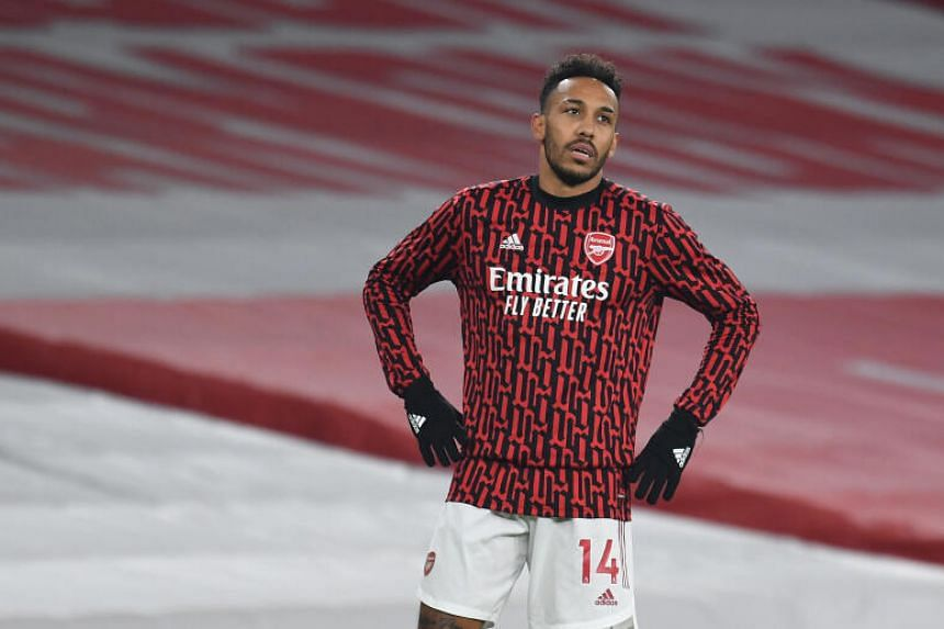 Pierre-Emerick Aubameyang and his teammates were not allowed to leave the airport because of an administrative problem.