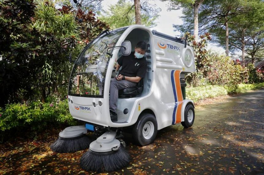 NTUC secretary-general Ng Chee Meng operating a leaf sweeper at Gardens by the Bay, on Nov 16, 2020.