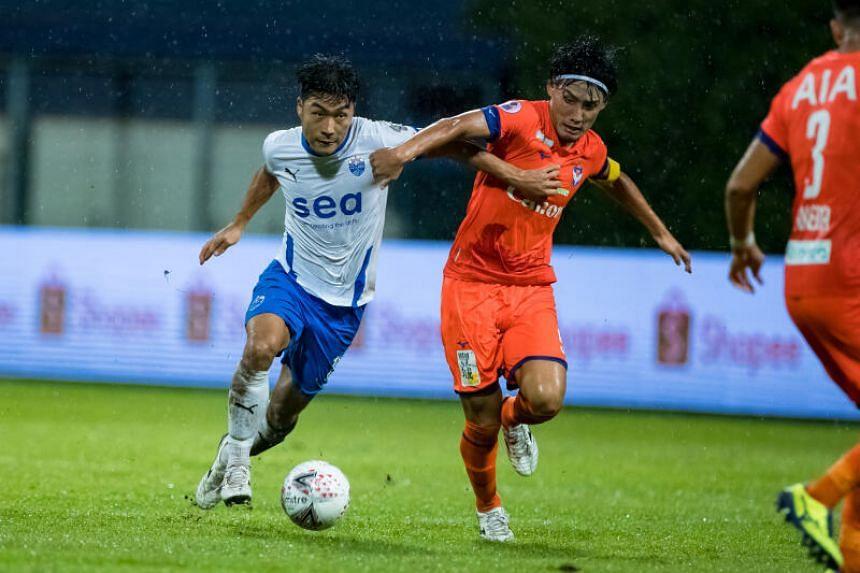 Albirex Niigata FC captain Kazuki Hashioka challenges Lion City Sailors FC midfielder Song Ui-young for the ball in the AIA Singapore Premier League match on Nov 22, 2020.