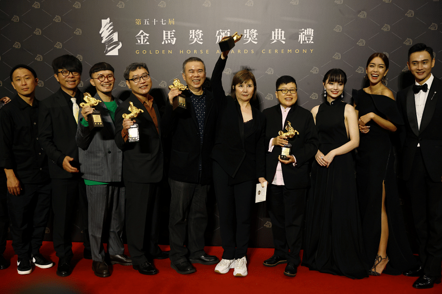 """Director Chen Yu-hsun (5th from left) and others pose with the Best Narrative Feature award for """"My Missing Valentine"""" at the 57th Golden Horse Awards in Taipei, on Nov 21, 2020."""