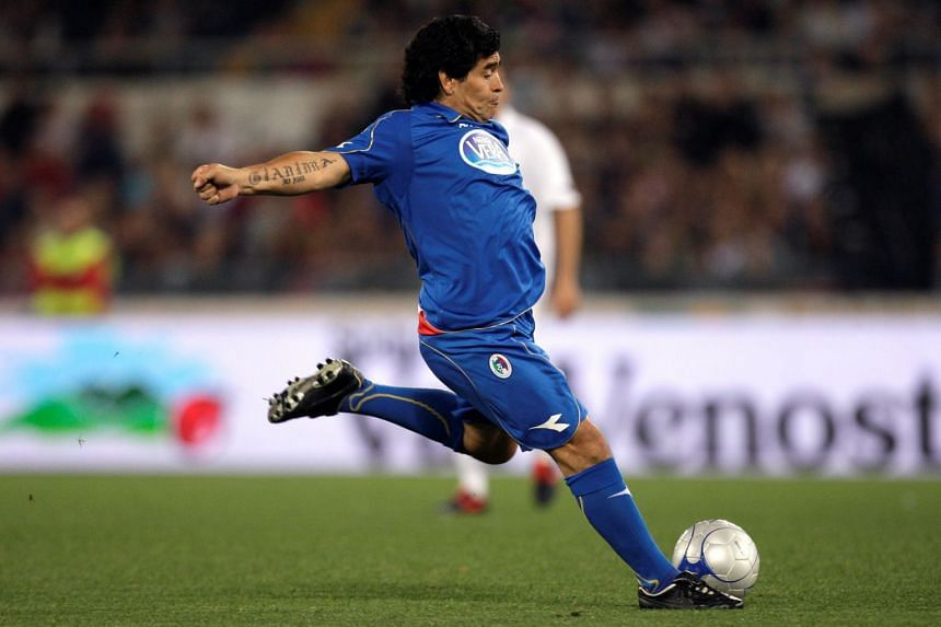 """Diego Maradona in action during a charity football match called """"Derby of the Heart"""" in Rome, on May 12, 2008."""