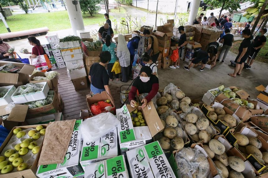 Volunteers of Food Rescue Sengkang, with fruits and vegetables salvaged from the Pasir Panjang Wholesale Centre, on Nov 7, 2020.