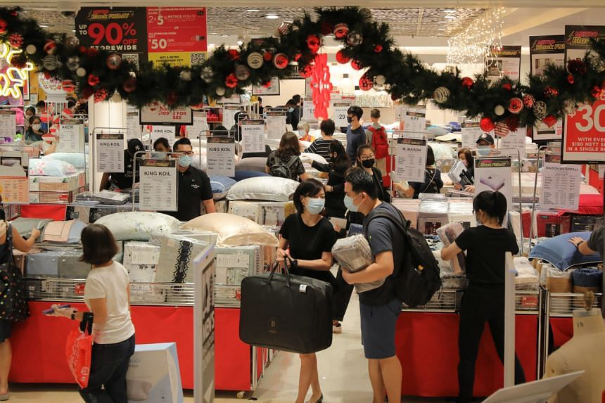 Shoppers at Metro department store in Paragon mall on Nov 27, 2020.