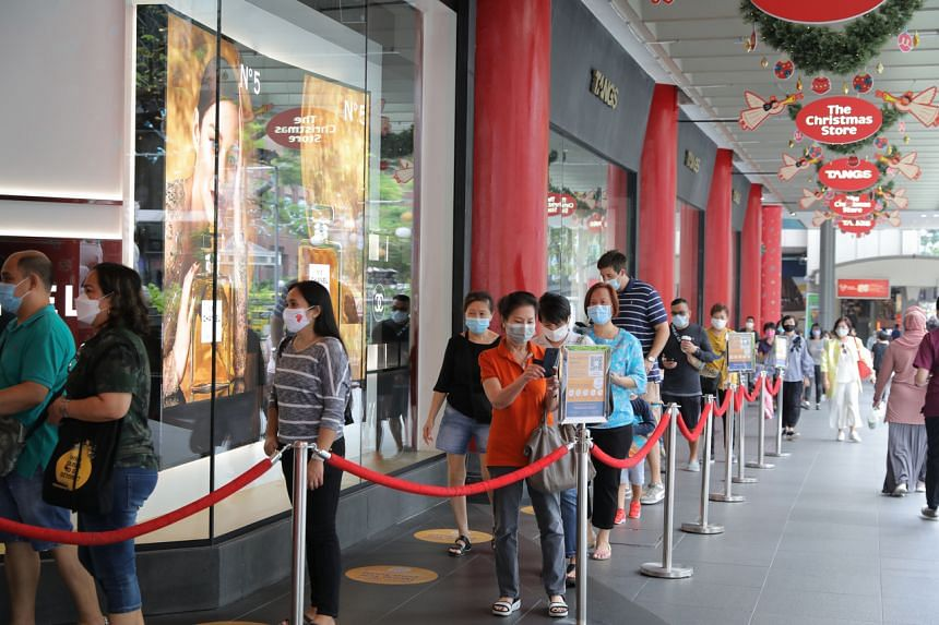 Shoppers queueing to enter Tangs on Nov 27, 2020.