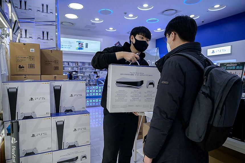 A customer in the South Korean capital Seoul collecting the new Sony PlayStation 5 on Nov 12 after the company launched the new console in select markets around the world. PHOTO: AGENCE FRANCE-PRESSE