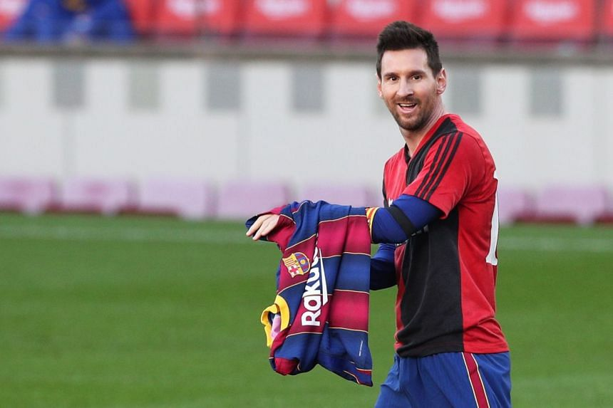 Messi pays tribute to Maradona during the match against Osasuna by wearing a Newell's Old Boys shirt.