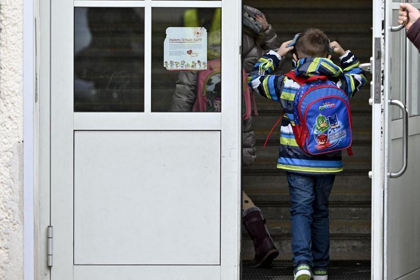 Schoolchildren entering an elementary school in Vienna on Nov 17, 2020.