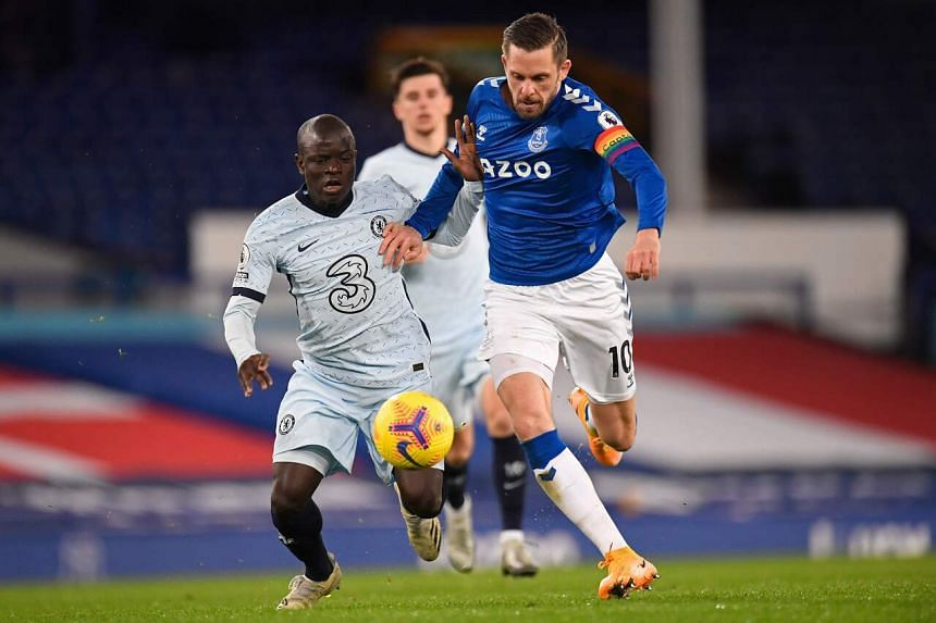 Chelsea's N'Golo Kante (left) vies with Everton's Gylfi Sigurdsson during their match on Dec 12, 2020.