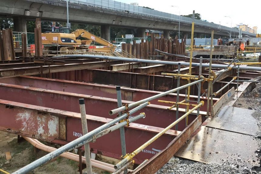 The man and his co-workers were extracting sheet piles when a part of a sheet pile broke and fell on him.