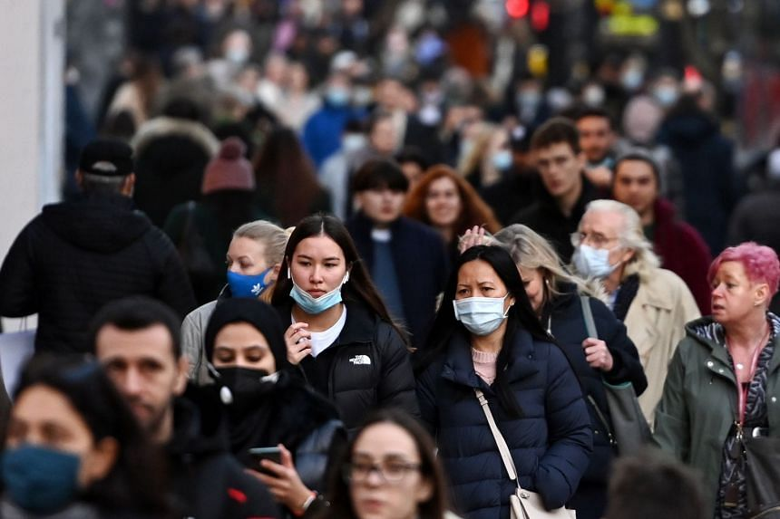 Shoppers on London's Oxford Street on Dec 15, 2020.