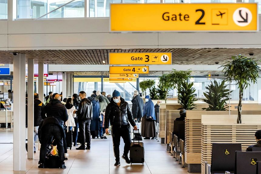 Countries across the world ban flights and travel from UK