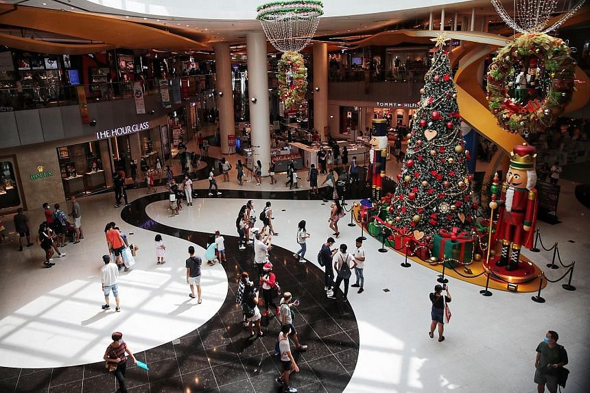 Above: Shoppers at West Mall yesterday, on the final weekend before Christmas. ST PHOTO: CHONG JUN LIANG Right: VivoCity on Saturday, where regular announcements reminded people to keep a safe distance. ST PHOTO: GIN TAY Below: Social distancing amba
