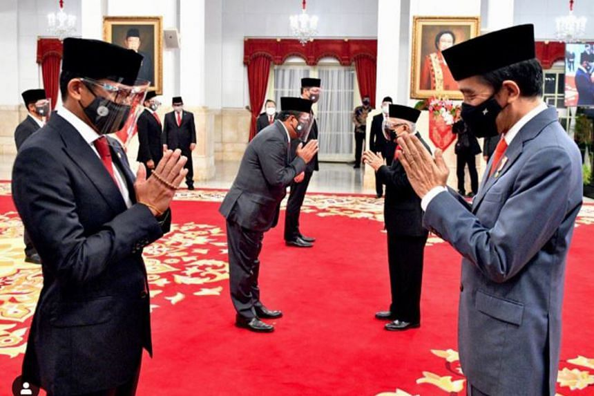 President Joko Widodo (far right) congratulating former Jakarta vice-governor Sandiaga Uno, who was installed as the new tourism and creative economy minister during the inauguration ceremony in Jakarta yesterday. Eleven Cabinet members were inaugura