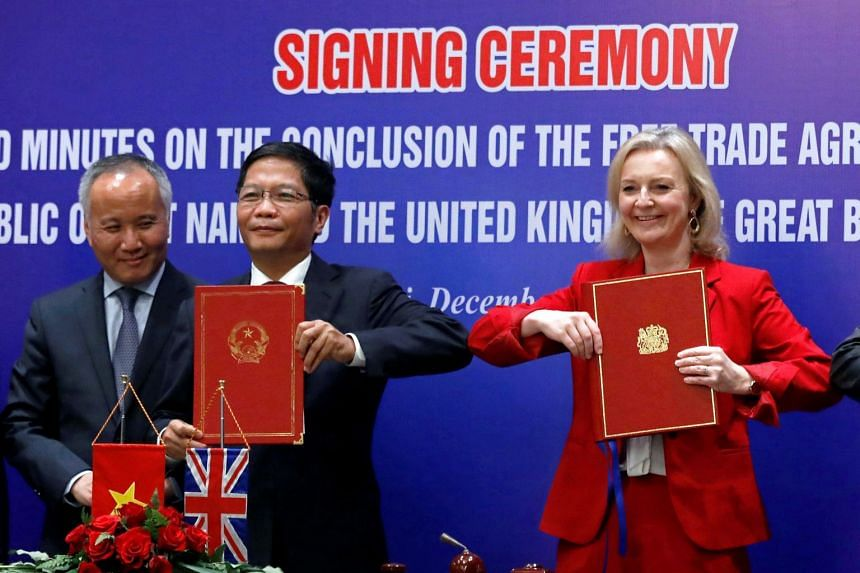 Britain's International Trade Secretary Liz Truss and Vietnam's Minister of Industry and Trade Tran Tuan Anh at a Hanoi signing ceremony ahead of the deal on Dec11, 2020.