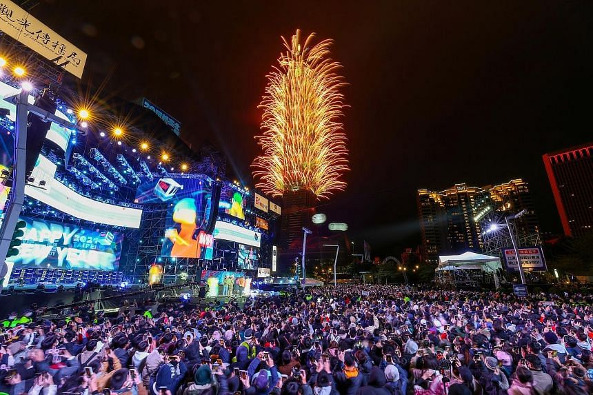 NEW YORK In place of thousands jammed shoulder to shoulder in Times Square, revellers this year comprised a few dozen pre-selected key workers, including nurses and delivery personnel, in socially distanced pens 2m apart. TAIPEI Crowds watching firew