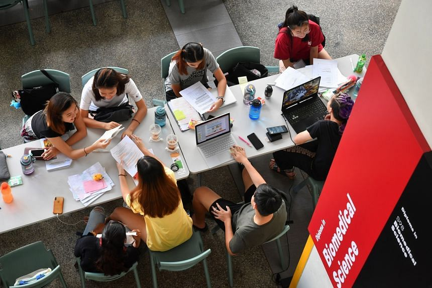 Students studying at SP's School of Biomedical Science in February 2020. A record 15,400 O-level school leavers and ITE students applied for polytechnic places through the early admission exercise in 2020.