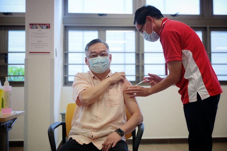 Health Minister Gan Kim Yong receiving the Covid-19 vaccination from Dr Richard Tan at Kwong Wai Shiu Hospital on Jan 13, 2021.