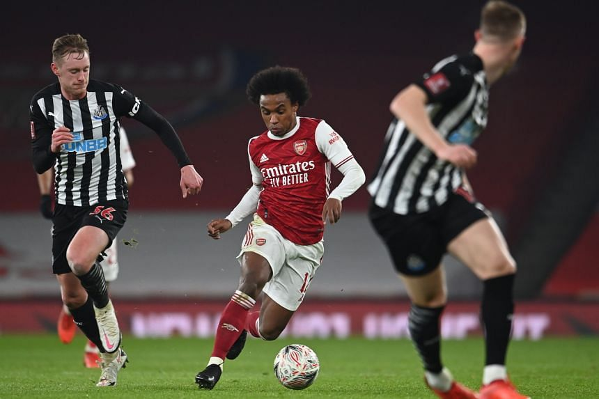 Willian (centre) of Arsenal in action against Sean Longstaff (Left) of Newcastle during the English FA Cup in London, England, on Jan 9, 2021.