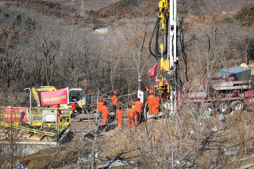 Twenty-two workers have been stuck 540 metres underground at the Hushan mine after an explosion damaged the entrance.