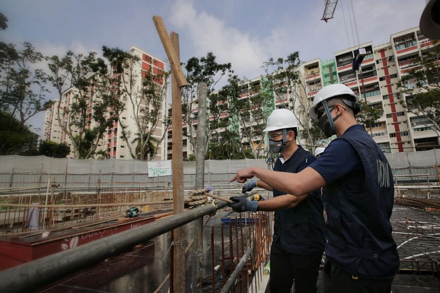Senior Minister of State for Manpower Zaqy Mohamad (in grey mask) observing a worksite inspection on Jan 21, 2021.