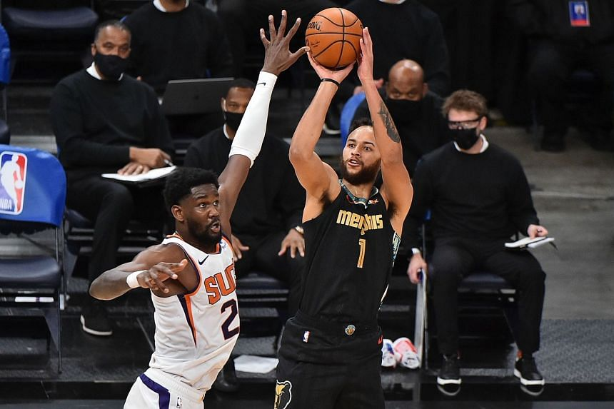 Kyle Anderson (right) in action for the Memphis Grizzlies against the Phoenix Suns.