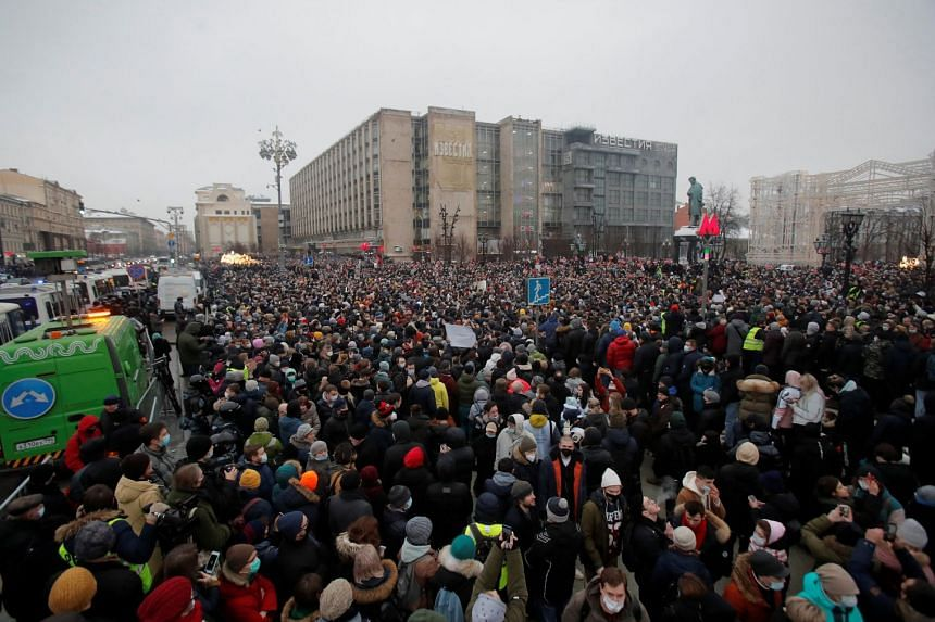 People attend a rally in support of jailed Russian opposition leader Alexei Navalny in Moscow, Jan 23, 2021.