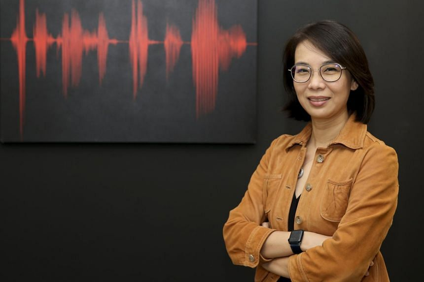 Associate Professor Loh Chin Ee recently produced and hosted a new podcast, How We Read.