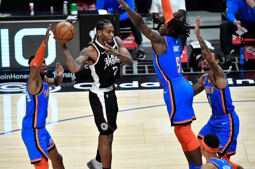 LA Clippers forward Kawhi Leonard (2) passes the ball during the fourth quarter at Staples Center, California, on Jan 24, 2021.