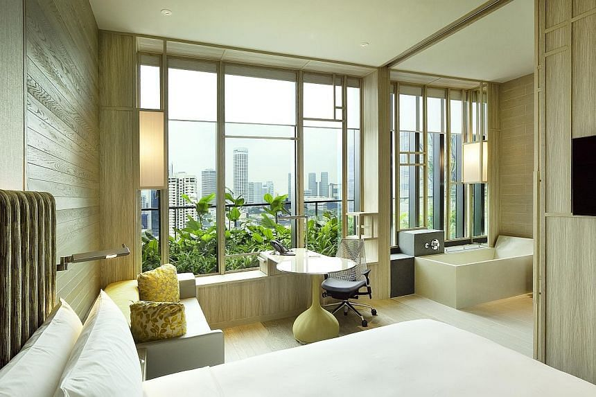All 367 rooms of Parkroyal Collection Pickering, Singapore enjoy varying views of the Central Business District, Clarke Quay, Hong Lim Park and Chinatown.