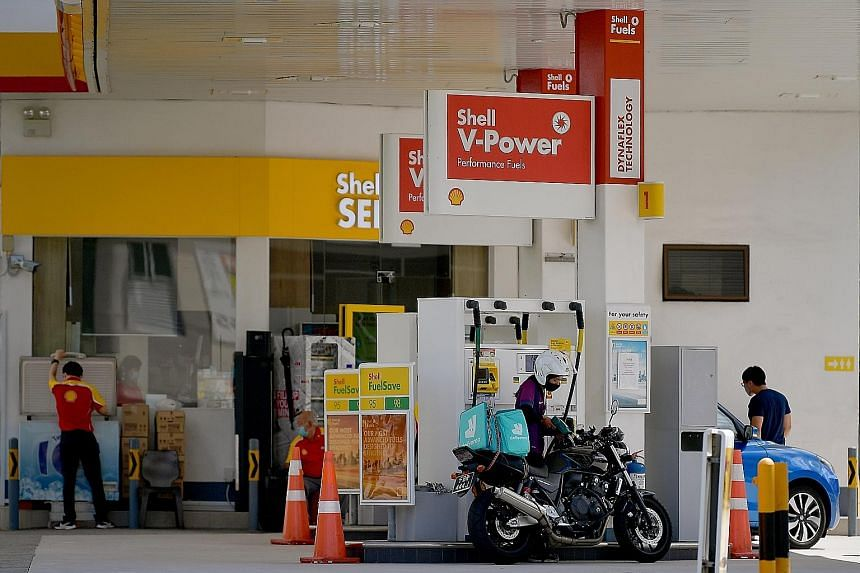 The declining prices of petrol as well as clothing and footwear had a greater effect in easing the consumer price index of the middle 60 per cent and highest 20 per cent income groups because they accounted for a larger share of their expenditure.