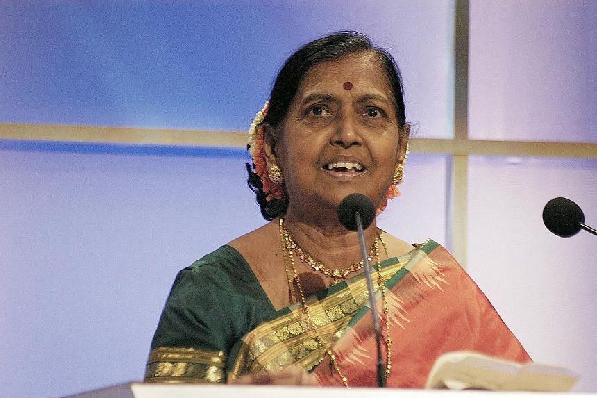 Suseela Krishnasamy in 2004 at the Vasantham channel's annual Pradhana Vizha awards, where she received the Lifetime Achievement Award.