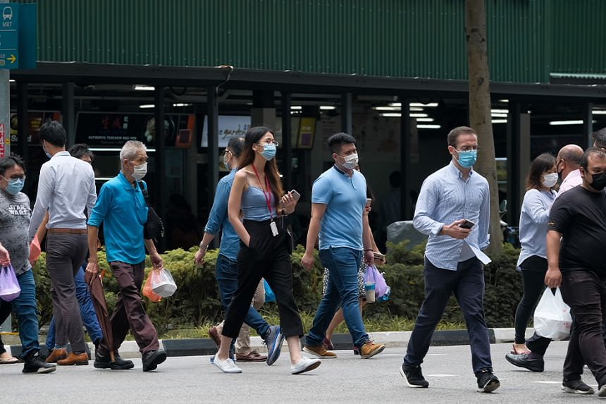 People wearing masks at Shenton Way and Raffles Place.
