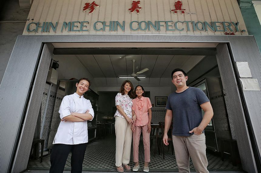 Madam Leoang Kwang Ling (middle right) and her daughter Sharon Tan (middle left) have partnered with Lim Kian Chun (right) and Maxine Ngooi (left), to re-open the coffee shop.