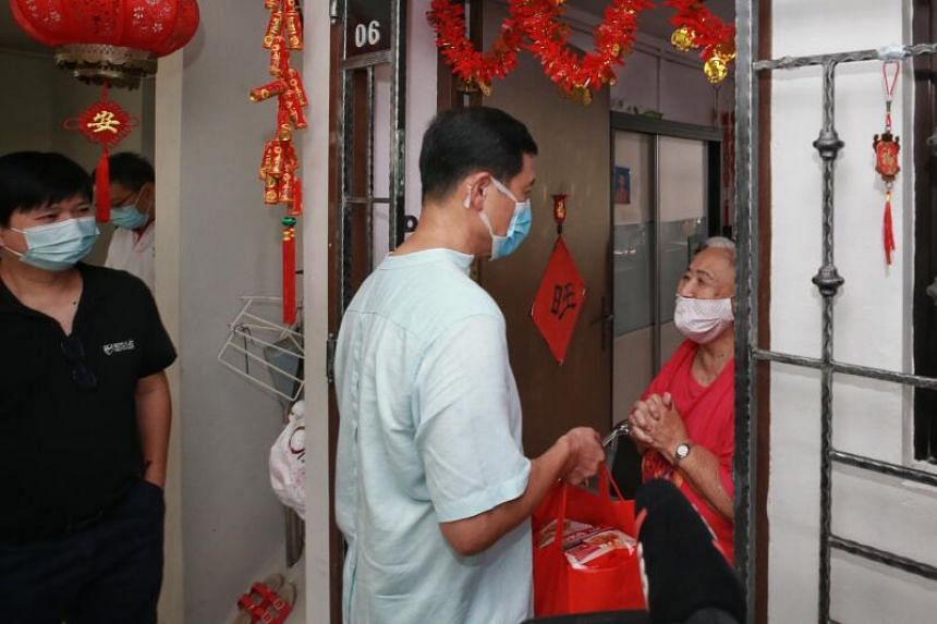 Transport Minister Ong Ye Kung helping to distribute WeCare Festive Packs to vulnerable residents in the North West District, on Feb 7, 2021.
