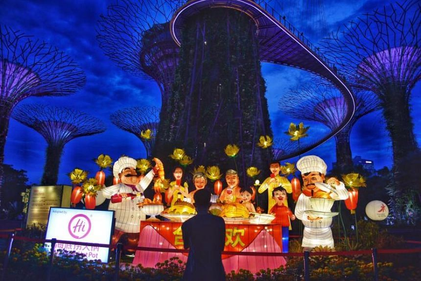 The Happy Family lantern display features a multi-generational family having a feast.