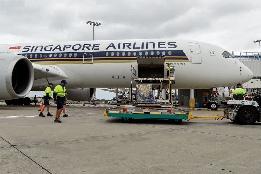 The shipment of the Pfizer-BioNTech vaccine being unloaded off flight SQ231 in Sydney on Feb 15, 2021.
