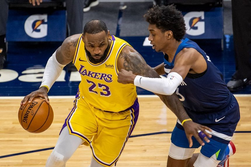 LeBron James (left) sparked a 26-8 surge that helped the Lakers open up a 14-point lead in the final quarter.