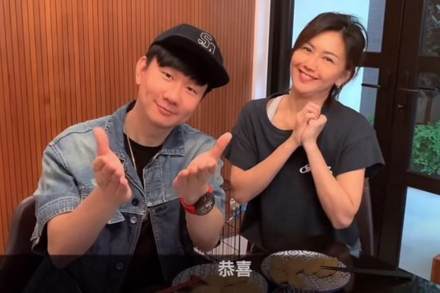 Local singers Stefanie Sun and JJ Lin in a video posted on social media on Feb 18, 2021.