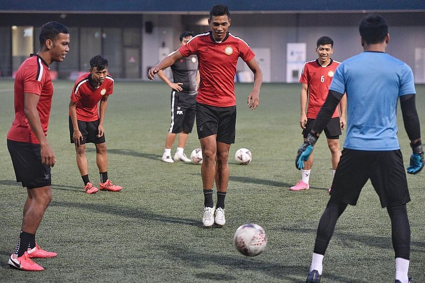 Khairul Nizam (centre) training with Geylang teammates at Our Tampines Hub last November. The forward has since joined SPL rivals Hougang but is still waiting to make his Cheetahs debut owing to the pandemic.