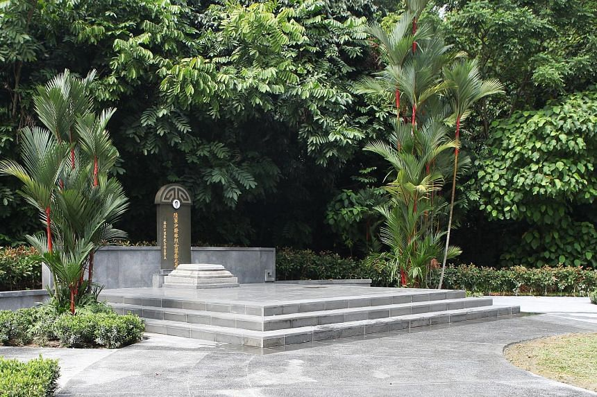 The tomb of Lim Bo Seng at MacRitchie Reservoir. The writer suggests that a sign be put up at the site informing visitors that it is the actual final resting place of the war hero and that decorum should be observed.