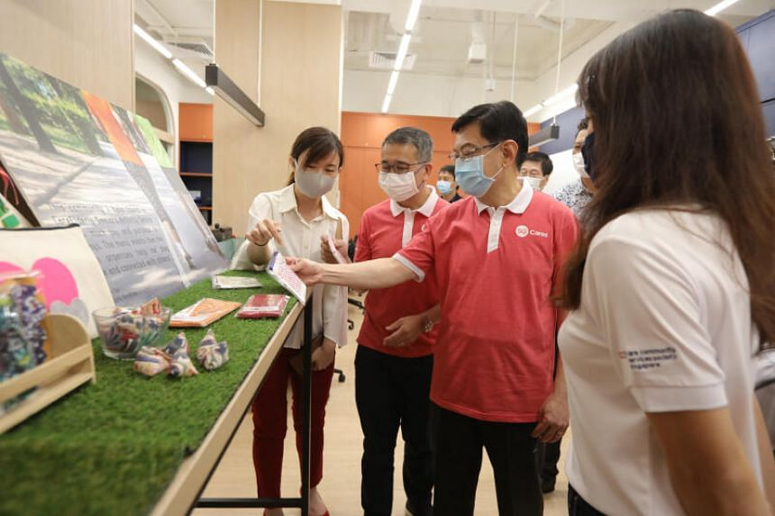 CCSS staff introducing handmade crafts by the elderly beneficiaries to Deputy Prime Minister Heng Swee Keat, Minister for Culture, Community and Youth Edwin Tong and MacPherson MP Tin Pei Ling.