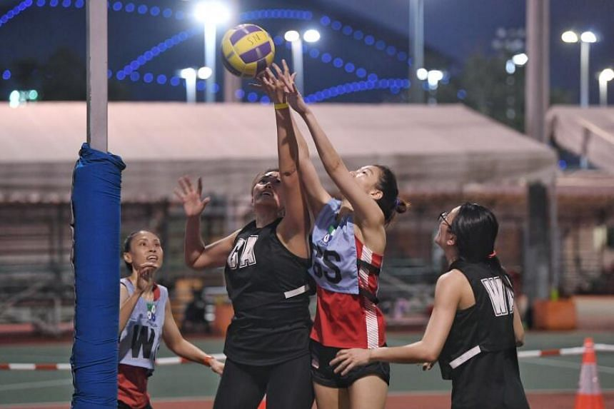 Mannas' Charmaine Soh (second from right) fighting for the ball against a Marlins Air player on Feb 23, 2021.